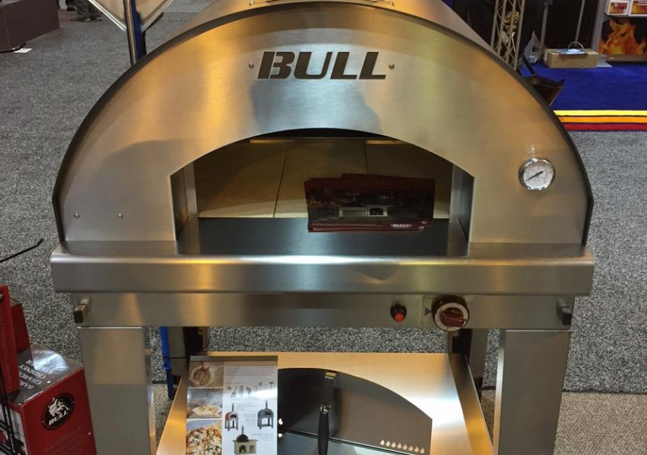 The 2016 Large Bull Pizza Oven europe, bbq europe, bull bbq europe